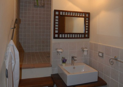 Casale bathroom 1